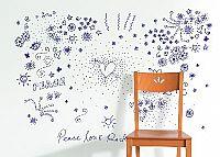טפט ילדי הפרחים כחול על רקע לבן